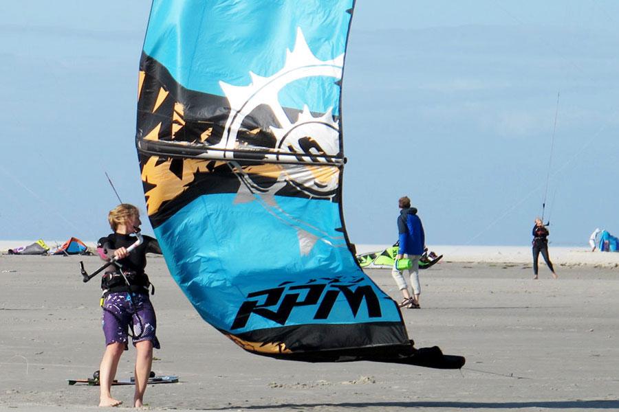 Kitesurfen am Sandstrand von St. Peter-Ording