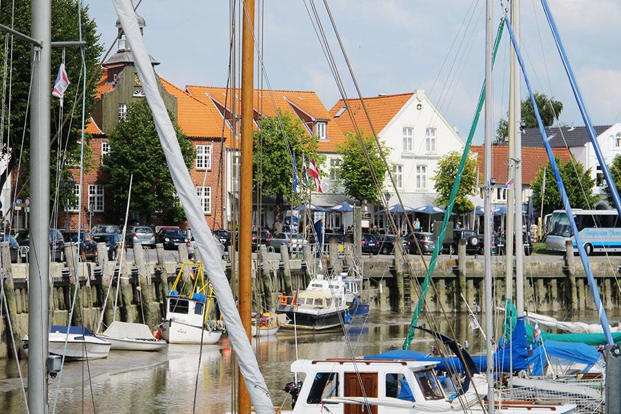 Der historische Hafen in Tönning